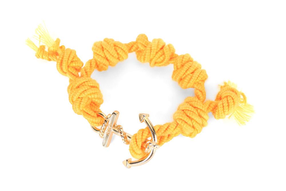 Mia's, SUMMER TOUR Collection: il braccialetto giallo e oro Rio. Prezzo 35 euro