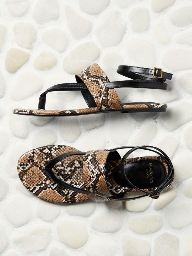 Sandali bassi con fantasia rettile di Manfo