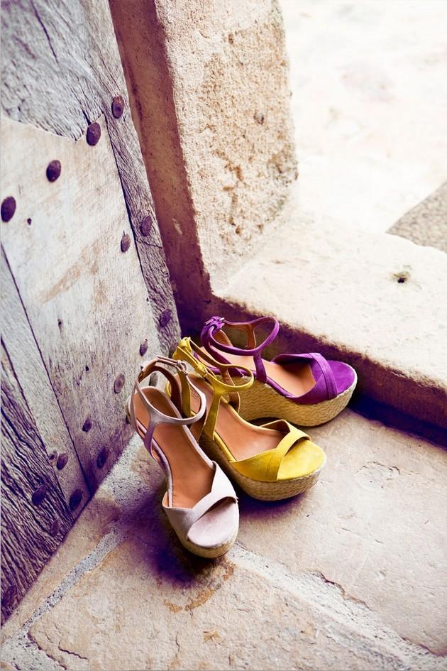 Hoss Intropia collezione estate 2014. Zeppe alte nei colori: viola, giallo e beige