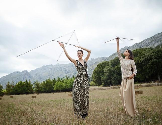 Hoss Intropia collezione estate 2014. Long dress stampato e completo con pantalone a palazzo e blusa.