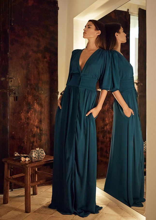 Hoss Intropia collezione estate 2014. Long dress con scollatura profonda e punto vita segnato