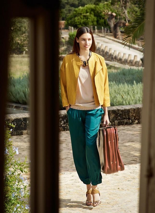 Hoss Intropia collezione estate 2014. Blazer giallo, blusa beige e pantalone verde smeraldo