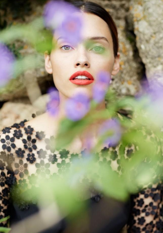 Hoss Intropia collezione estate 2014. Abito ricamato con fiorellini