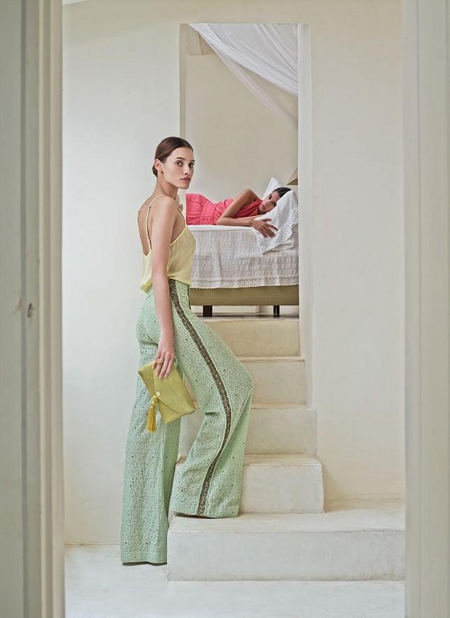 Hoss Intropia collezione estate 2014. Top giallo pastello abbinato ai pantaloni a palazzo nel colore verde pastello