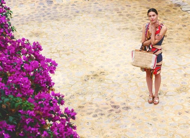 Hoss Intropia collezione estate 2014. Vestito leggero colorato