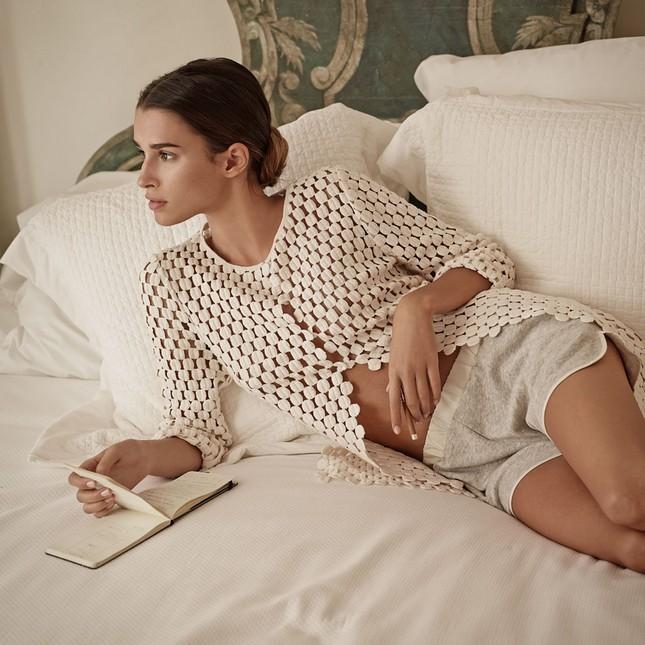 Hoss Intropia collezione estate 2014. Top bianco traforato e shorts