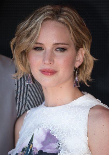 Jennifer Lawrence sceglie un make uo nude alla presentazione di Hungher Games - Il Canto della Rivolta Parte I