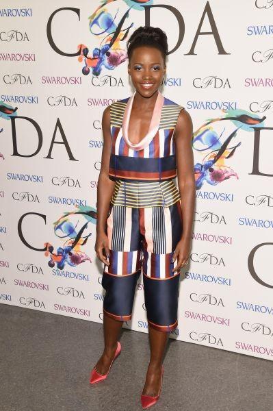 Make up e look vanno di pari passo per Lupita Nyong'o, che riprende la nuance dell'ombretto e della matita con l'abito