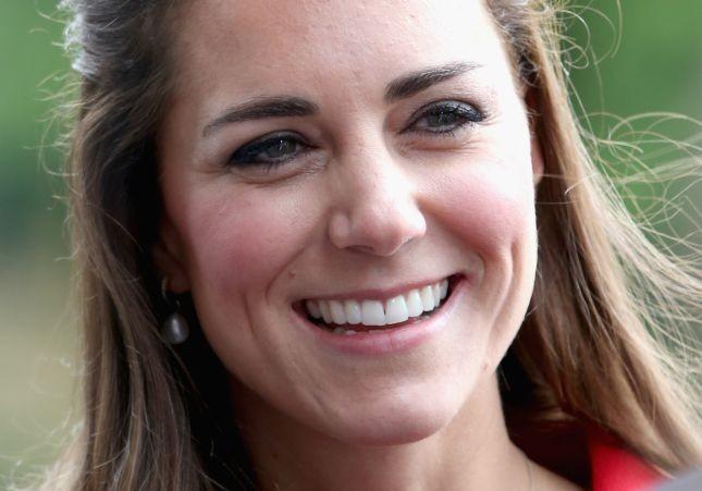 Per il giorno Kate Middleton sceglie un make up occhi semplicissimo, con ombreti naturali e matita a sottolineare lo sguardo