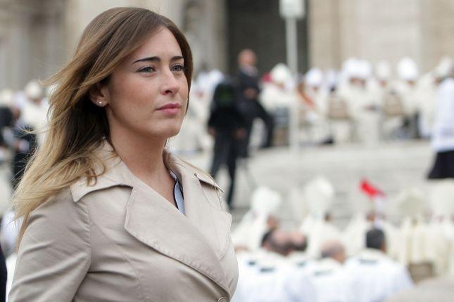 Per il giorno Maria Elena Boschi sceglie un make up con occhi in primo piano grazie all'eyeliner