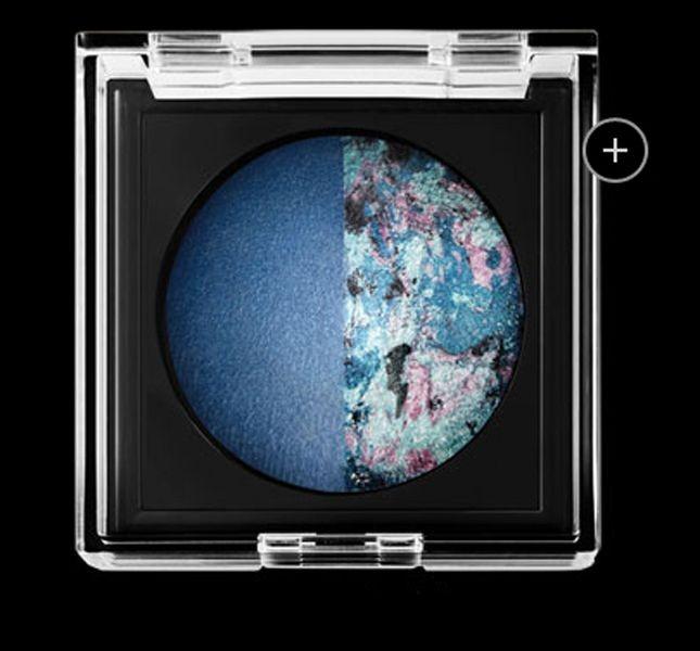 L'ombretto duo perle di colore Maybelline New York Color Cosmos by Eye Studio nella tonalità Blue Moon 40 permette di ottenere un effetto caldo e luminoso