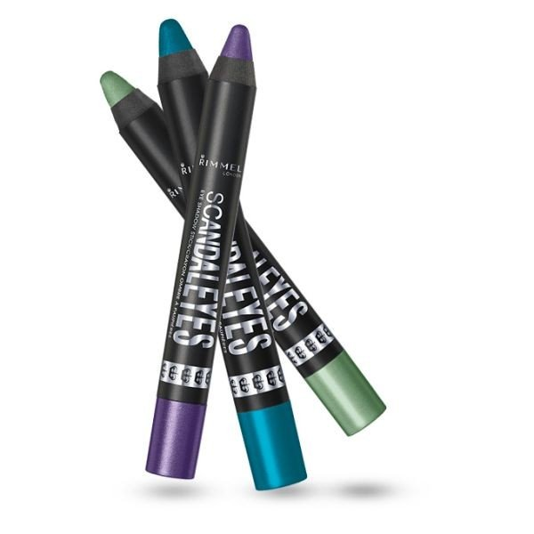 Per un effetto pieno e intenso, la matita ombretto Rimmel Scandaleyes Shadow Stick nella tonalità Blamed Blue è l'ideale