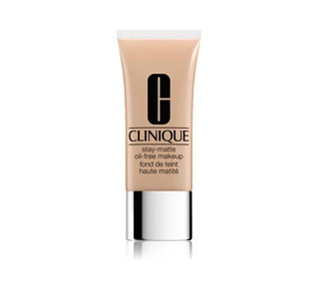 Opacizzante e a lunga tenuta, il fondotinta Clinique Stay-Matte Oil-Free Makeup è un'ottima base per il trucco