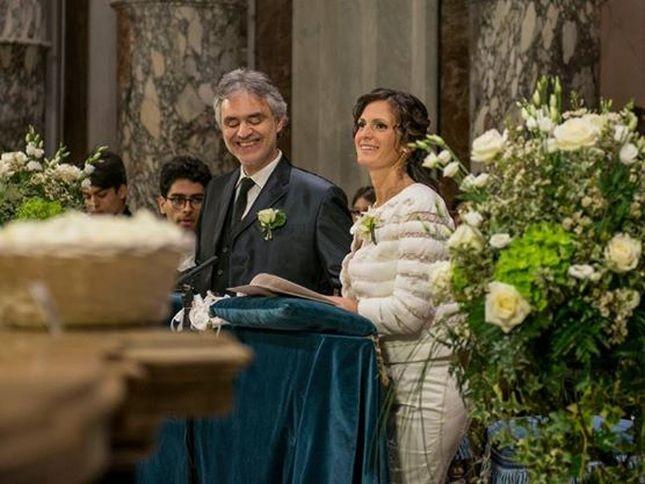 E' di Ermanno Scervino l'abito scelto da Veronica Berti per le nozze con Andrea Bocelli. Photo Credits: Facebook - Andrea Bocelli (Giacomo Moresi)