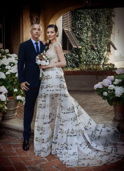 Per le nozze con Eros Ramazzotti Marica Pellegrinelli ha scelto un abito di Valentino. Photo Credits: Facebook - Valentino