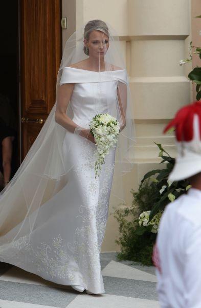 Charlène Wittstock sposa in Giorgio Armani: la moglie di Alberto II di Monaco ha optato per un abito classico e dall'eleganza sofisticata