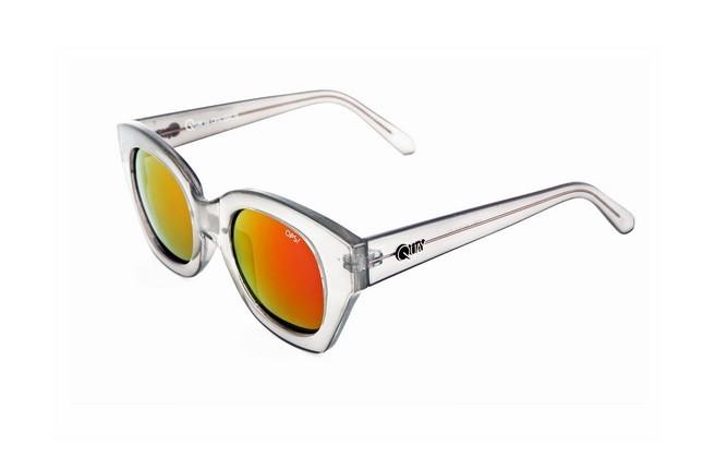 Occhiali da sole Ops Shades, modello Ops!Venna, dalla montatura leggermente quadrata e nel colore grigio.