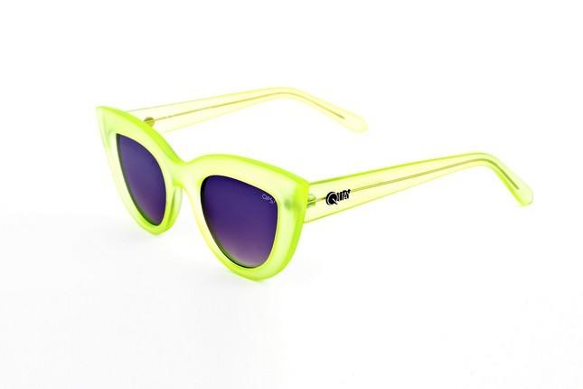 Occhiali da sole Ops Shades, modello Ops!Kitti dalla montatura a gatto nel colore giallo fluo.