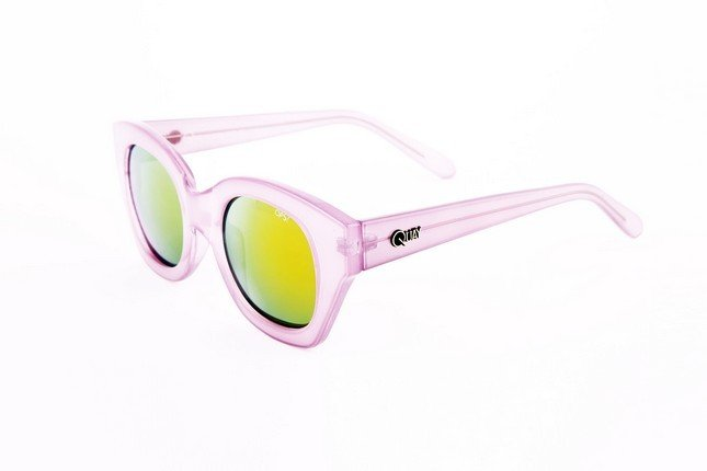 Occhiali da sole Ops Shades, modello Ops!Venna, dalla montatura leggermente quadrata e nel colore viola pastello.