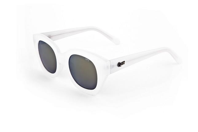 Occhiali da sole Ops Shades, modello Ops!Venna, dalla montatura leggermente quadrata e nella nuance bianca.
