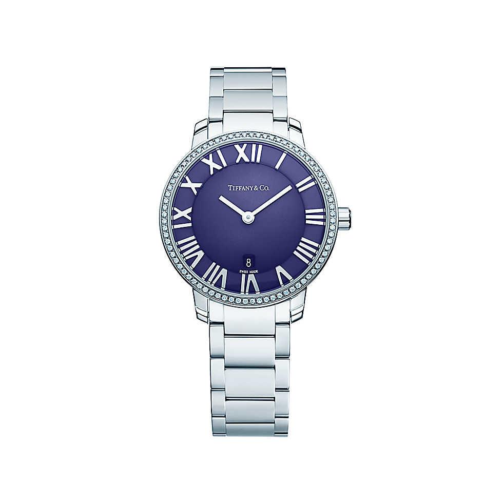 Orologio in acciaio inossidabile con 76 diamanti e quadrante blu. Cassa di 31 mm, movimento al quarzo, subacqueo fino a 50 metri (5 bar). Di fabbricazione svizzera, peso complessivo 0.17 ct