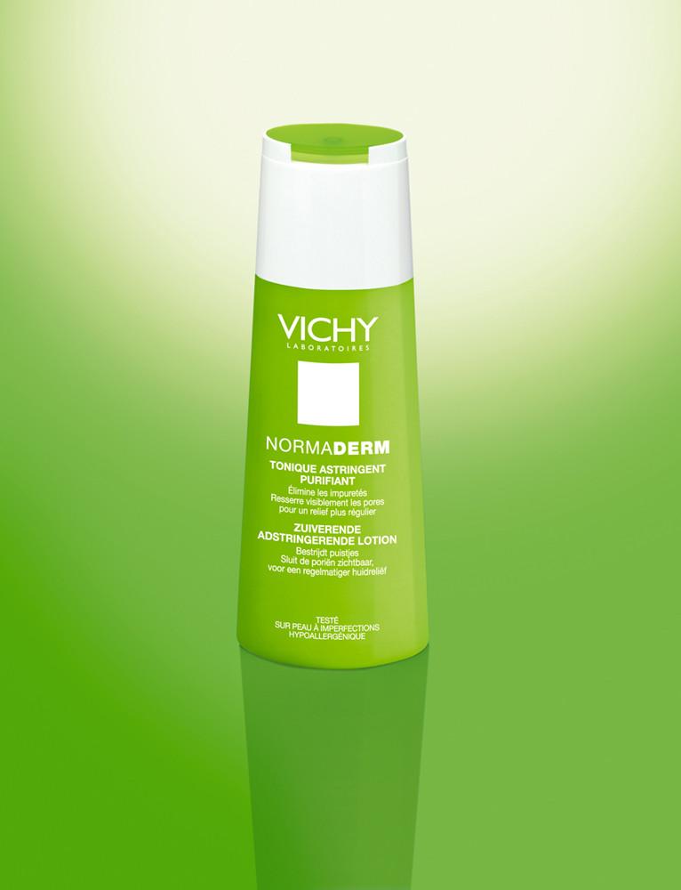 Normaderm Tonico Astringente Purificante elimina le impurità e l'accesso di sebo. Aiuta a ridurre i pori dilatati.