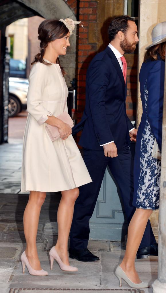 Pippa Middleton indossa scarpe e pochette Emmy per il battesio del Royal Baby