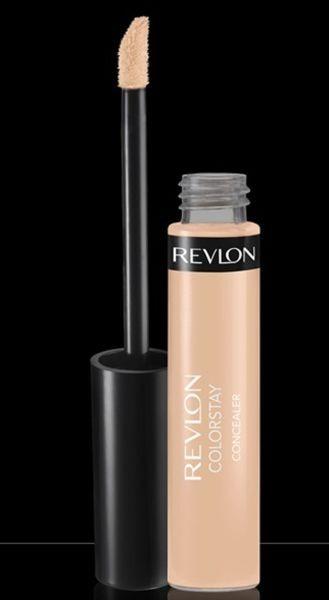 Il correttore Revlon Colorstay Concealer (12 euro) nella nuance Light è discreto protagonista del make up per la sfilata Kocca PE 2015