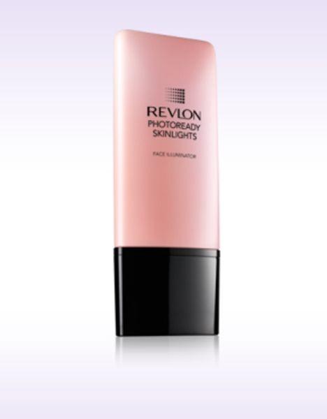 PhotoReady Skinlights Face Illuminator (13 euro) illumina il viso in modo naturale ed è stato scelto dai make up artist Revlon come base per il trucco della sfilata Kocca PE 2015