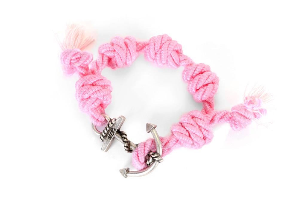 Mia's, SUMMER TOUR Collection: il braccialetto rosa e argento Himalaya. Prezzo 35 euro