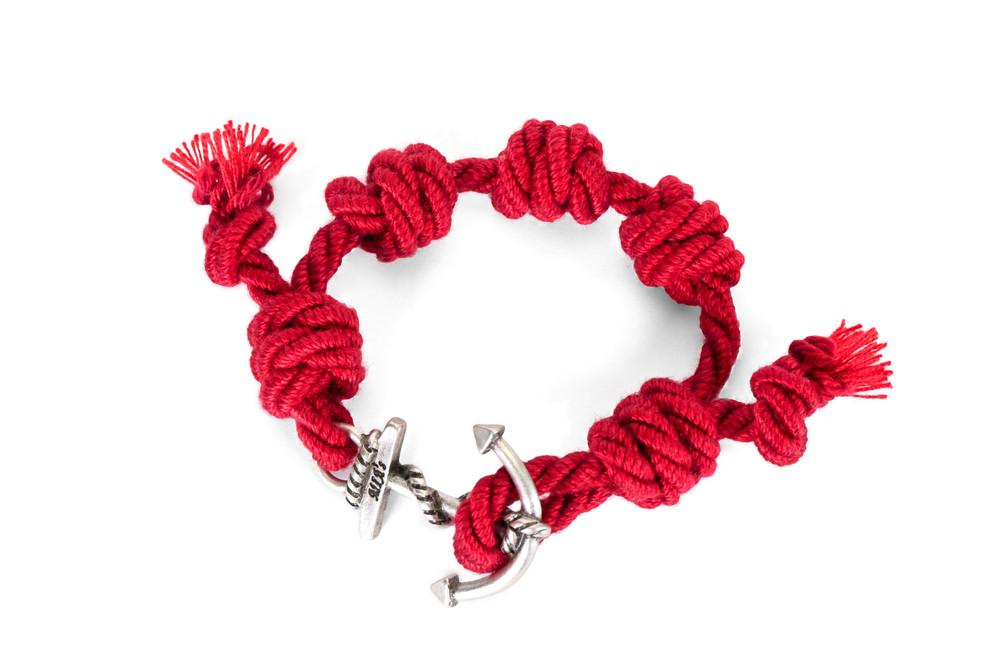Mia's, SUMMER TOUR Collection: il braccialetto rosso e argento Marrakech. Prezzo 35 euro