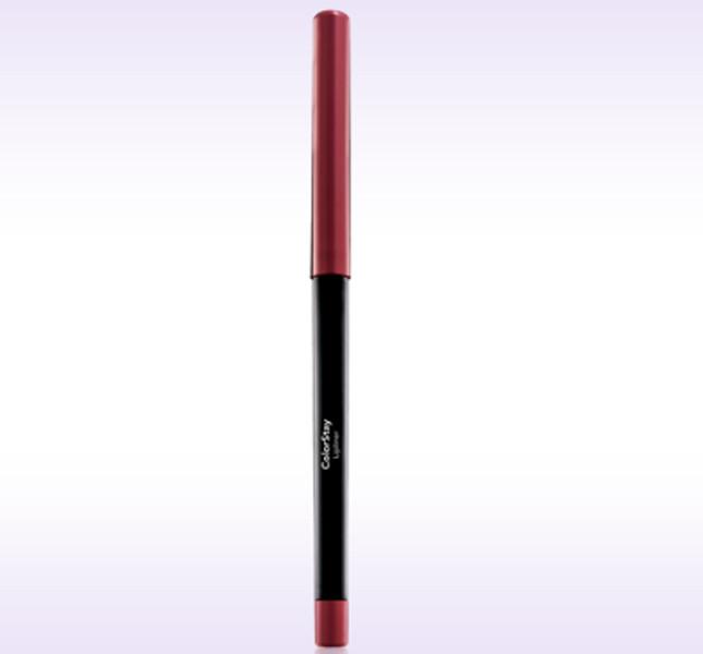 I make up artist Revlon hanno scelto la matita labbra Colorstay Lipliner (12,20 euro) nella tonalità Nude per il trucco semplice e naturale della sfilata Kocca PE 2015