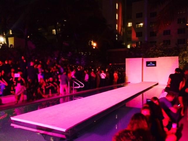 La piscina durante gli show serali