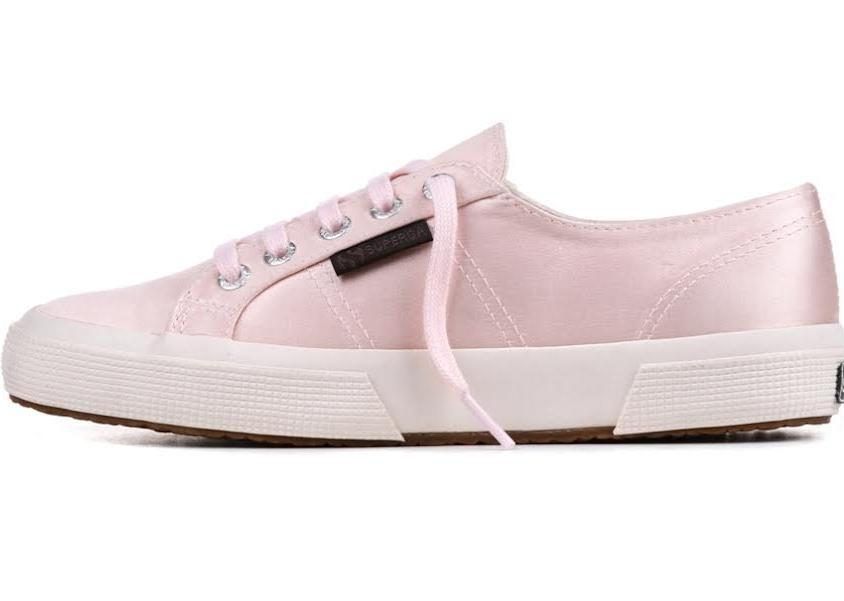Sneakers The Man Repeller per Superga, modello 2750,  realizzato in satin nel colore rosa
