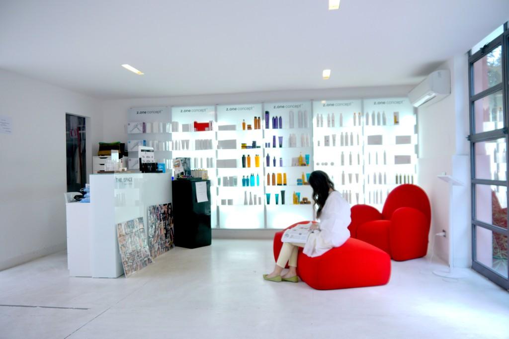 Il salone di bellezza diventa un loft che unisce moda e design in un unico spazio