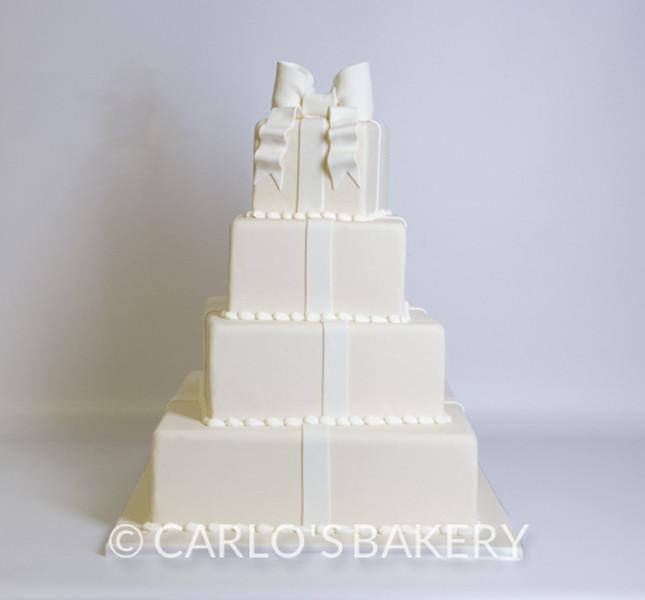 Pacchi regalo bianchissimi per una dolce sorpresa! By Carlo's Bakery Rif: W512