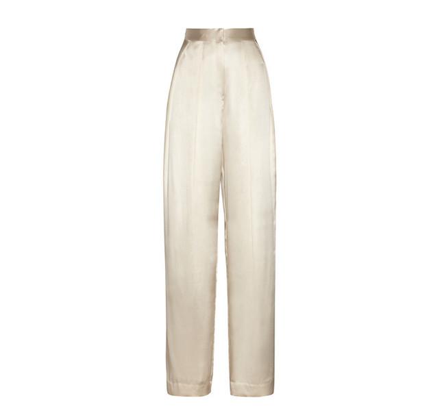 Tra le proposte low cost, da inserire nel nostro guardaroba il modello bianco a palazzo in seta di Zara
