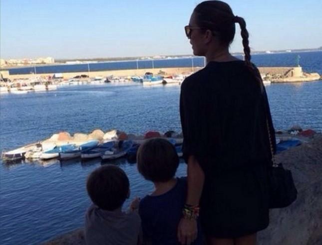 Alena Seredova con i figli alla partita Italia Costa Rica