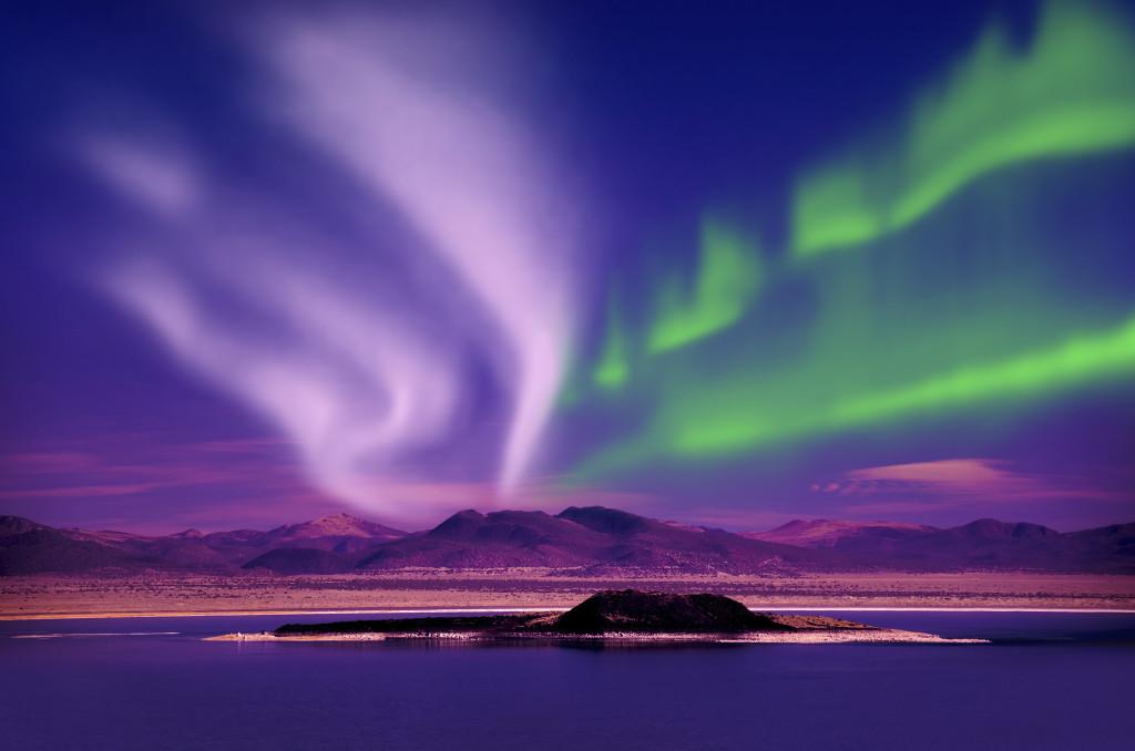 L'aurora boreale è anche conosciuta come aurora polare o australe, a seconda dell'emisfero in cui si verifica