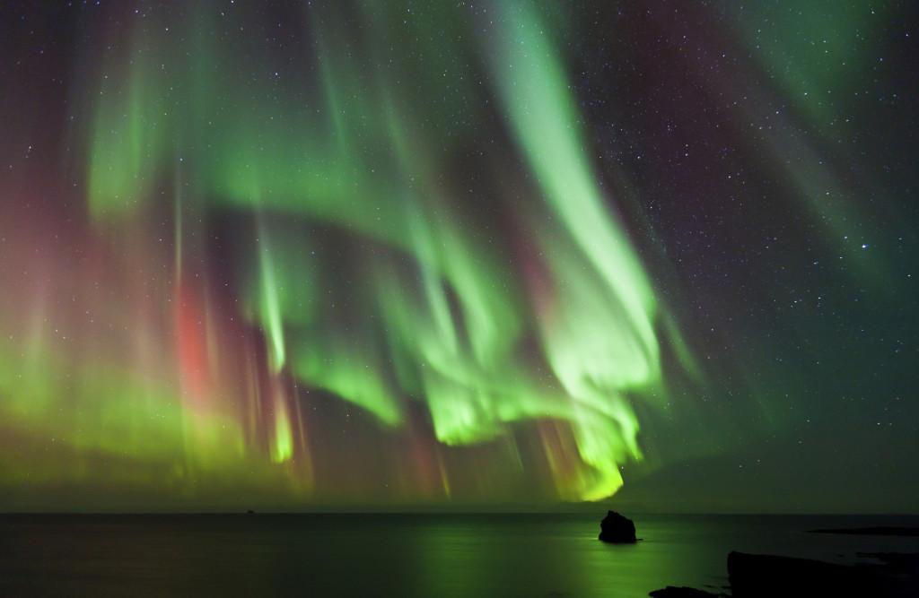 I colori tipici dell'aurora boreale sono il verde e il blu, ma non di rado si possono notare tinte rosa e gialle