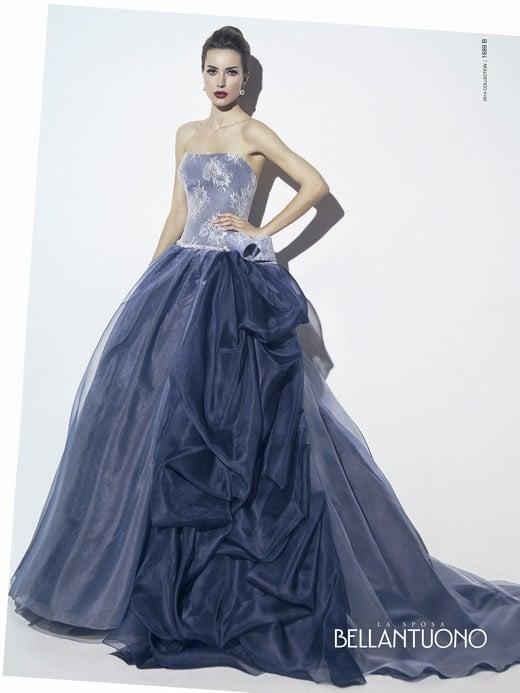 Bellantuono ha scelto diversi toni di blu per una sposa tra cielo e mare