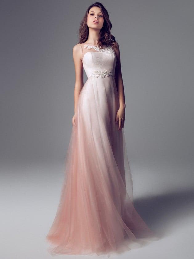 Blumarine sceglie un tulle sfumato di rosa per dare morbidezza al vestito