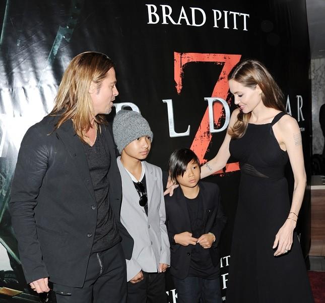 Angelina Jolie e Brad Pitt con i figli alla premiere di World War Z