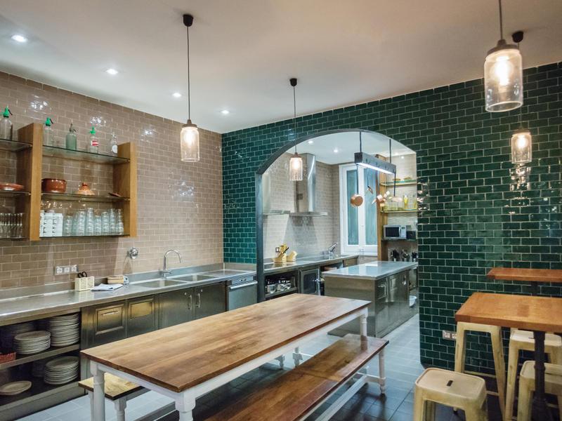 Arredamento curato e funzionale nell'ostello formato family di Barcellona Casa Gracia