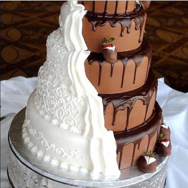 Torta nuziale doppio cioccolato con contrasto dei due colori, molto suggestiva