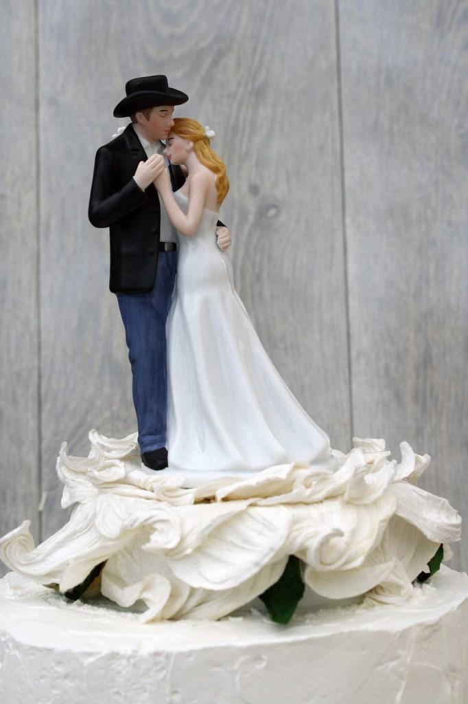 romantica coppia di sposini stile country