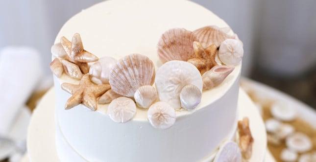 Dettagli dei decorazioni a tema marino: conchiglie, stelle marine...tutto da mangiare!