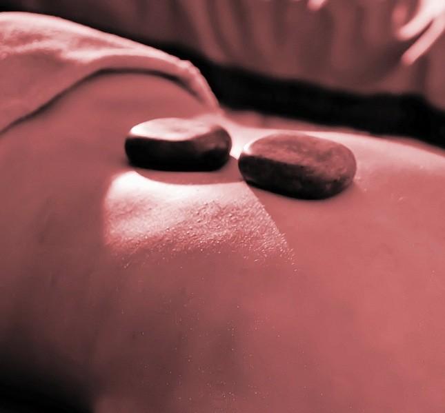 Avete mai sentito parlare dell'Hot Stone, il massaggio con le pietre calde? Da provare!