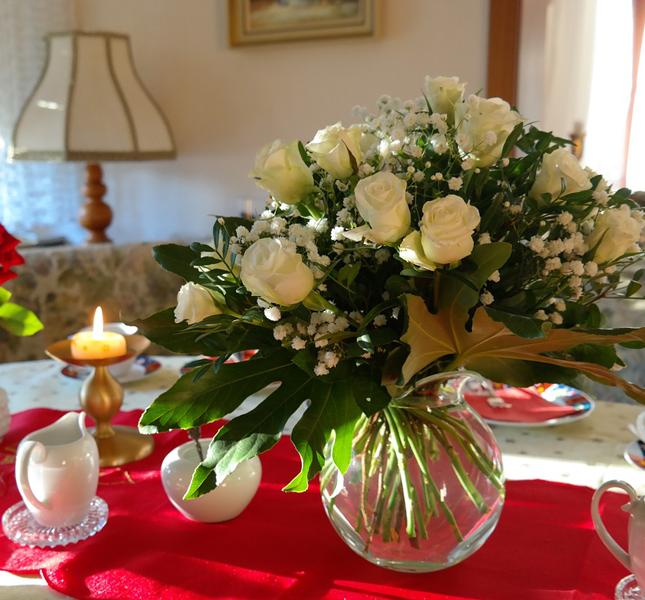 Anche un mazzo di fiori ed una colazione già pronta faranno certo piacere!