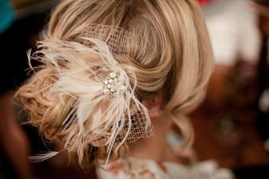 Cerchietti, fermagli o foulard, questa estate potrai acconciare i capelli con tante idee stravaganti